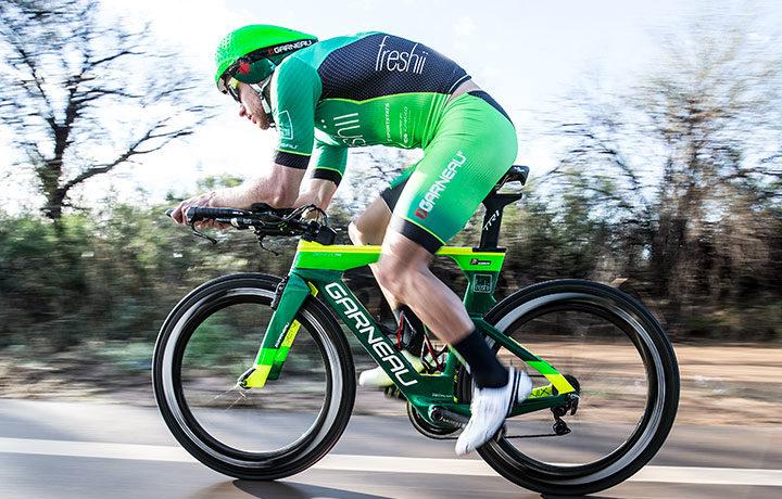Lionel Sanders vence o Ironman 70.3 Mont-Tremblant com um  forte tempo sobre a bike