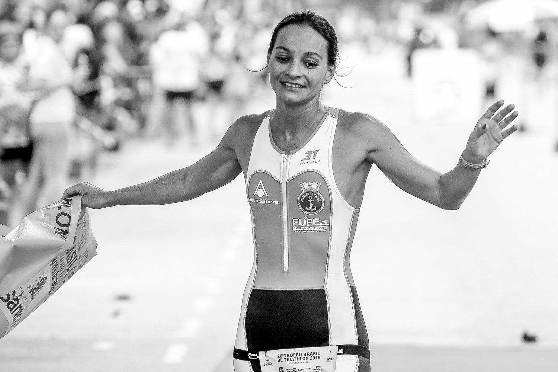 Fernanda Garcia em sua primeira vitória em Santos. Foto: Guilherme Dionízio / Tri Sport Magazine