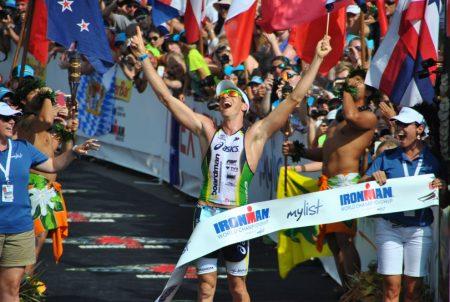 Pete Jacobs vencendo o Ironman Havaí 2012. O australiano não vai mais para Kona este ano. Foto: ironman.com