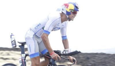 Igor Amorelli pedalando no Ironman Havaí 2016. Foto: Rodrigo Eichler