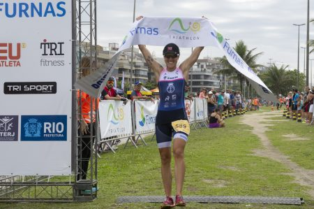 Carol Furriela, campeã da 3ª etapa do Rio Triathlon